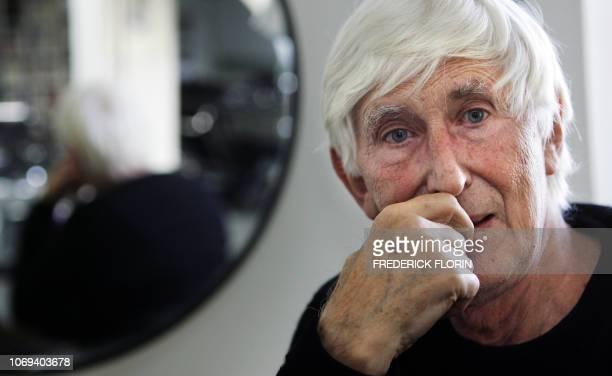 'TOMI UNGERER 75 ANS ET DES PROJETS PLEIN LA TETE' Photo prise le 24 octobre 2006 de l'artiste français Tomi Ungerer posant à Strasbourg Tomi Ungerer...