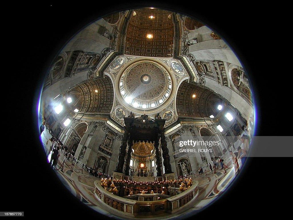https://media.gettyimages.com/photos/photo-prise-le-28-mai-2001-rome-lintrieur-de-la-basilique-de-this-picture-id157857770