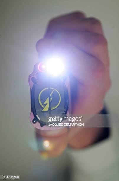 Photo prise le 28 mars 2006 à Paris d'un Stoper C2 une arme non létale capable d'arrêter instantanément par neutralisation musculaire l'agresseur...