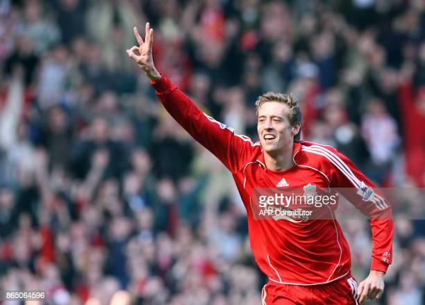 LIVERPOOL CROUCH VICTIME DU DELIT DE HAUTE TAILLE Photo prise le 31 mars 2007 de Peter Crouch attaquant de Liverpool lors d'un match opposant son...