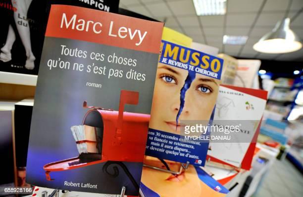 Photo prise le 4 juin 2008 dans une librairie de Caen du dernier roman de Marc Levy 'Toutes ces choses qu'on ne s'est pas dites' de celui de...