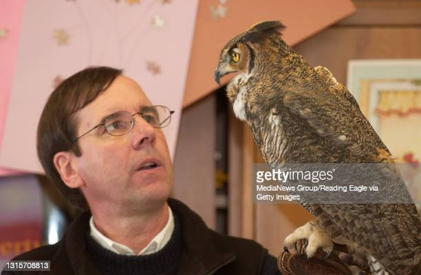 Photo Ryan McFadden 200602385 Lifestyle: at 16th and Haak emementary school, Hawk Mountain gives a presentation in the classroom on birds of prey as...