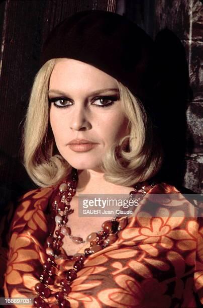 Photo Session With Brigitte Bardot Portrait de Brigitte BARDOT portant un béret 1967
