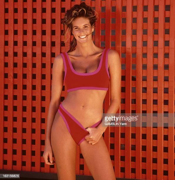 Photo Session With Elle Mac Pherson Août 1991 séance photo de la mannequin Elle MACPHERSON vêtue d'un maillot de bain deux pièces