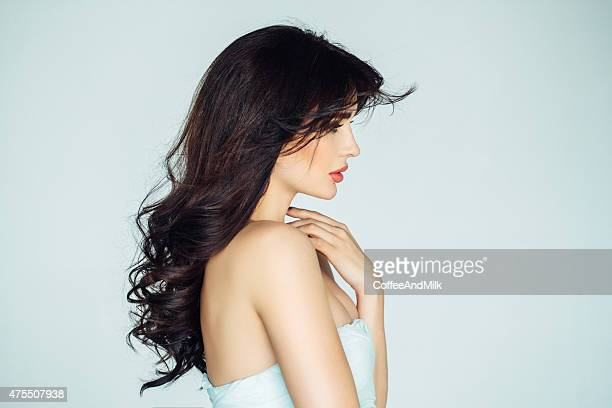 photo shot of young beautiful woman - zwart haar stockfoto's en -beelden