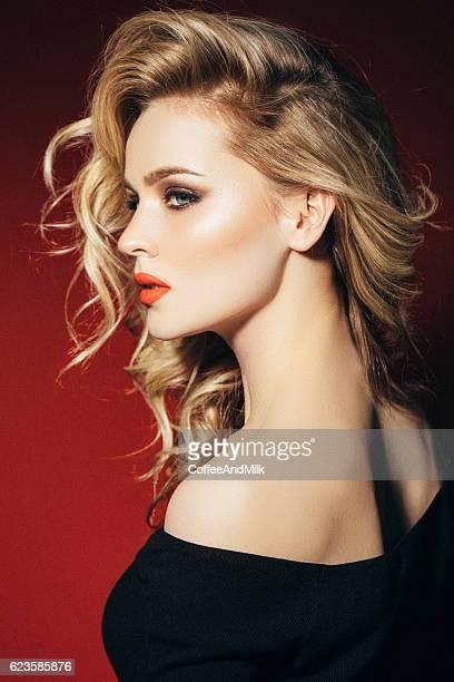 写真撮影の若い美しい女性