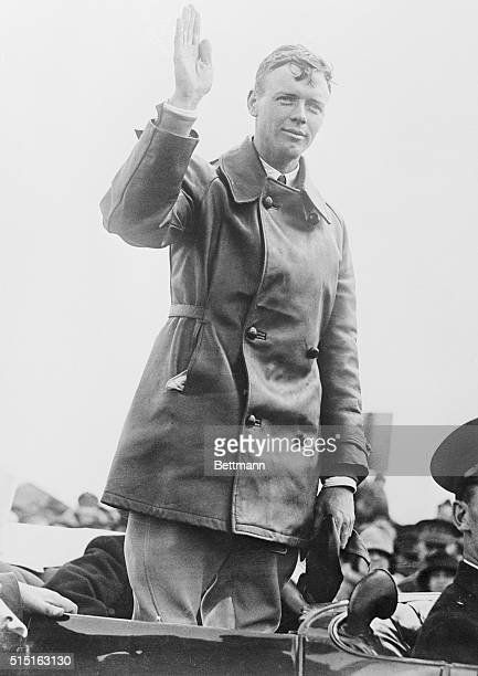 Photo shows Charles Lindbergh acknowledging the acclamations of the crowds when he paid his visit to the Belgian, Capitol.
