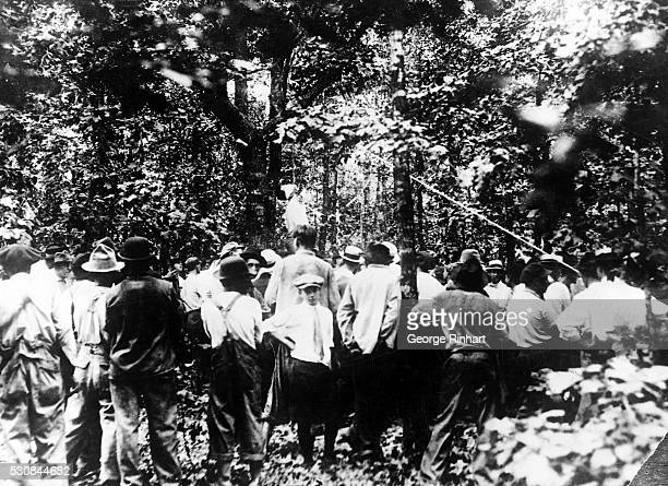 Photo shows the lynching of Leo Frank near Fry's Gin two miles from Marietta Georgia