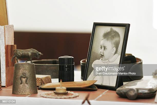 A photo stands atop a desk in Ernest Hemingway�s house at the Finca Vigia on January 6 2007 in Havana Cuba The Hemingway Finca Vigia now turned into...