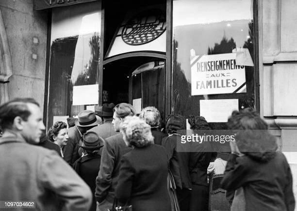 Photo taken in 1945 of people queuing outside the Lutétia hotel in Paris to obtain information on the return of the deportees of the Second World War