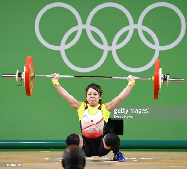 Photo taken in August 2016 shows Japanese weightlifter Hiromi Miyake competing in the women's 48-kilogram category at the Rio de Janeiro Olympics.
