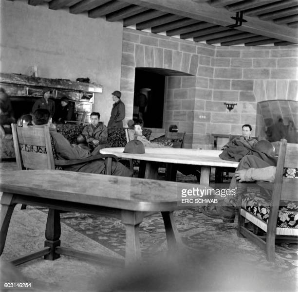Photo taken in May 1945 shows US sokdiers in a living room of the Berghof Adolf Hitler's home in the Obersalzberg of the Bavarian Alps near...