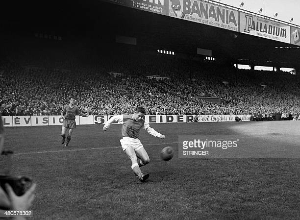 Photo taken in October 1960 shows French footballer Raymond Kopa in action. AFP PHOTO