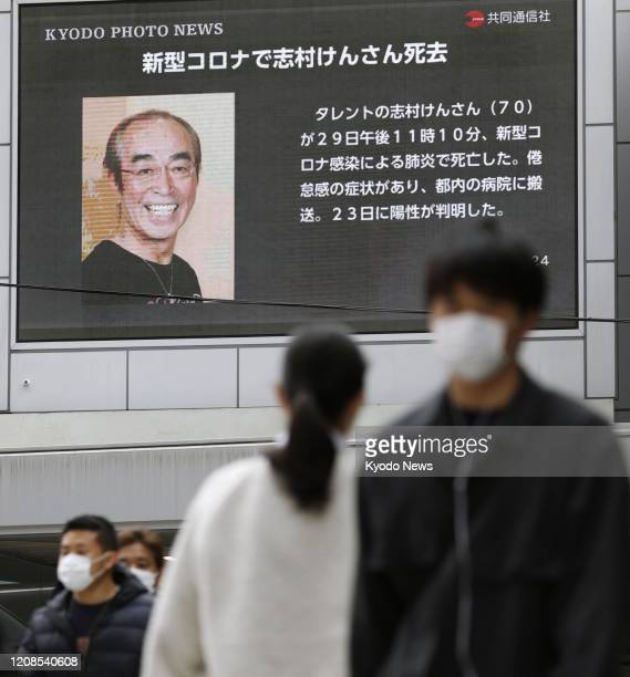 Photo taken March 30 shows a screen near JR Osaka Station displaying news that veteran Japanese comedian Ken Shimura died of pneumonia caused by the...