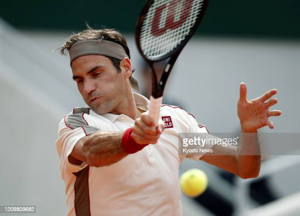 Photo taken May 29 shows Roger Federer of Switzerland playing against Oscar Otte of Germany in the second round of the French Open tennis tournament...