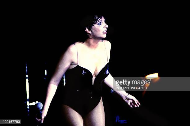 A photo taken on April 11 1982 shows an attitude of American singer and actress Liza Minelli during a onenight show in Paris' Moulin Rouge cabaret to...
