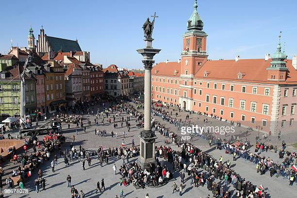 Photo taken on April 17 2010 shows a general view of the Warsaw Royal castle square prior to arrival of remains of late Polish President Lech...