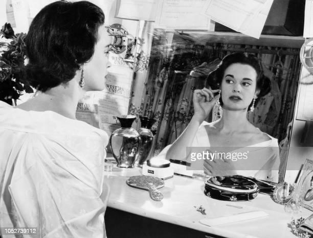 Photo taken on August 23, 1954 shows US actress and fashion designer Gloria Vanderbilt.