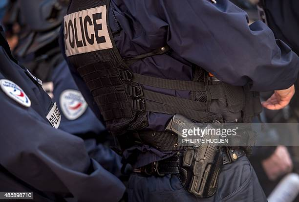 A photo taken on August 28 2015 shows a police officer with a handgun in his holster in Amiens AFP PHOTO / PHILIPPE HUGUEN / AFP PHOTO / PHILIPPE...