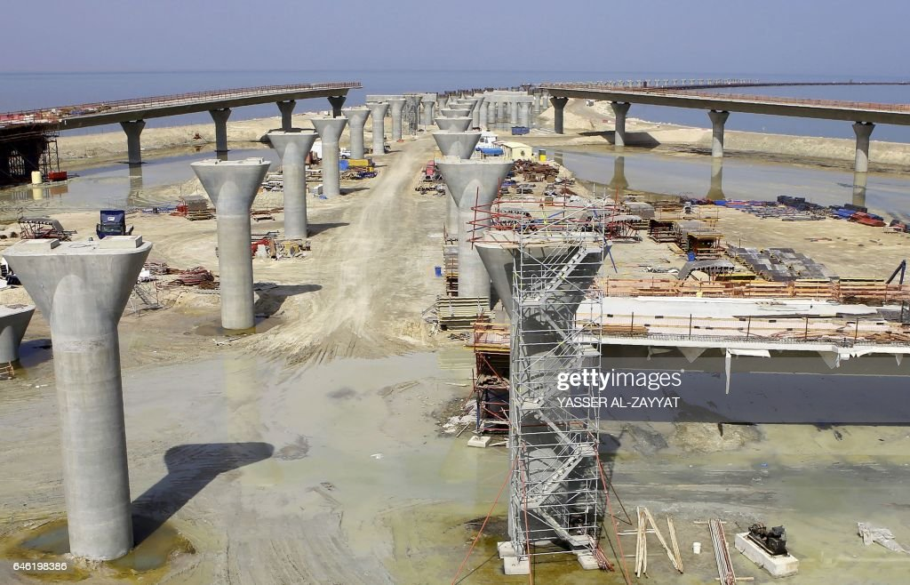 KUWAIT-ECONOMY-CAUSEWAY-TRANSPORT : News Photo