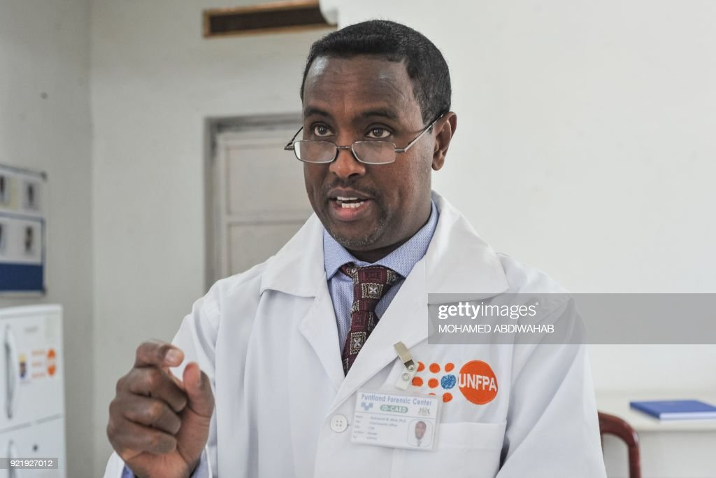 A photo taken on January 24, 2018 shows the Chief scientific officer Abdirashid Mohamed Shire speaking with his lab team at the Puntland Forensic Center in Garowe, Puntland State, Somalia. The first Forensic Center in Somalia, partly funded by the Swedish government and supported by the United Nations Population Fund (UNFPA), brings advanced DNA testing capabilities to a country still lacking in paved roads and reliable electricity. The hope is that the DNA sample will help convict the woman's rapist, ushering in a new era of justice for the victims of Somalia's widespread sexual violence. / AFP PHOTO / Mohamed ABDIWAHAB