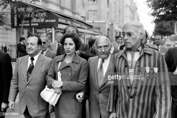 A photo taken on July 11 1974 shows nazi hunter Beate Klarsfeld flanked by JeanPierre Bloch President of the LICRA and a Shoa victim protesting in...
