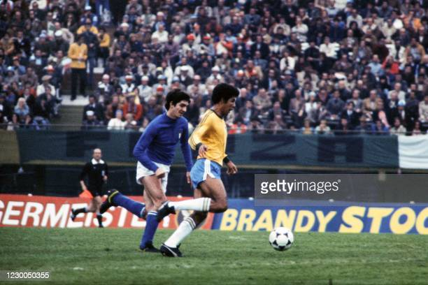 Photo taken on June 24, 1978 shows Italia's forward Paolo Rossi fighting for the ball during the 1978 world Cup football match between Italia and...