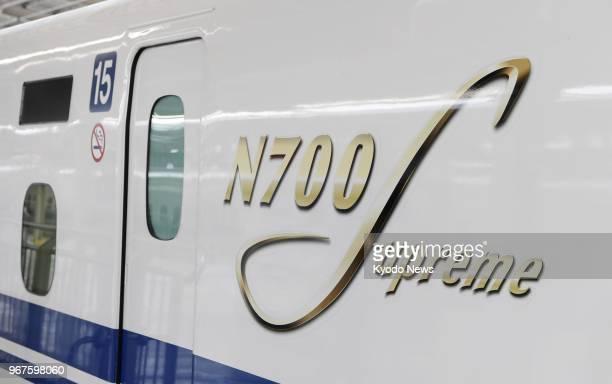 Photo taken on June 5 shows a new N700s Tokaido shinkansen bullet train arriving at ShinOsaka station in Osaka western Japan during a test run ==Kyodo