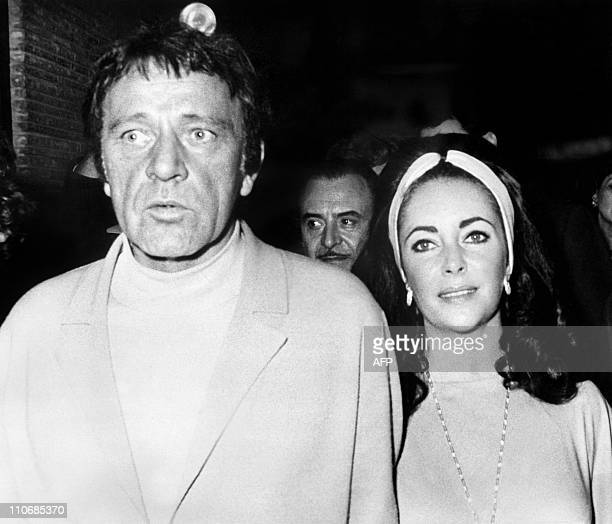Photo taken on March 1, 1972 shows American actress Elizabeth Taylor and her husband Welsh actor Richard Burton during the 40th birthday of Liz in...