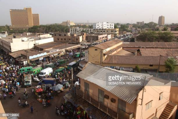 A photo taken on March 21 2017 shows the central market district in the Malian capital Bamako / AFP PHOTO / SEBASTIEN RIEUSSEC