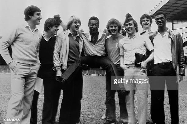 Photo taken on May 1 1981 in London shows Brazilian football player Pelé posing at Highbury stadium with the Arsenal players Brian Talbot Brian...