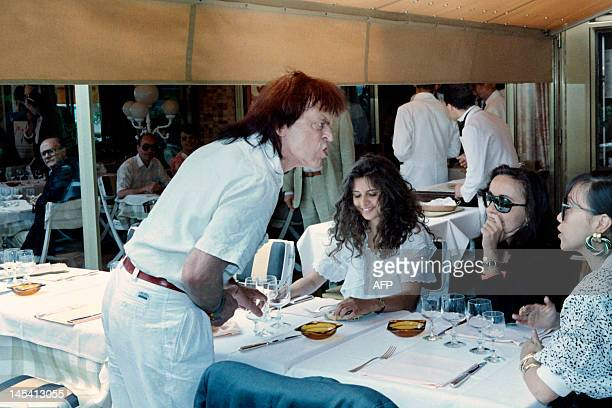 Photo taken on May 16, 1988 shows German actor Klaus Kinski, flanked with his wife Deborah , lunching during the 41th Cannes International Film...