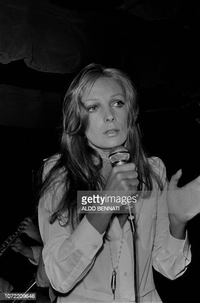 Photo taken on May 21 1971 shows French singer and actress Marie Laforêt performing at 'La tête de l'art' in Paris
