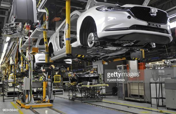 Photo taken on May 28 shows a production line operated by Mazda Motor Corp at its plant in Hofu Yamaguchi Prefecture western Japan ==Kyodo