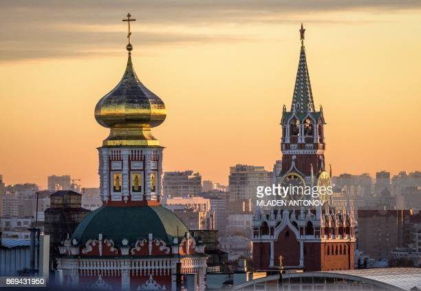 A photo taken on November 02 2017 shows the Kremlin's Spasskaya Tower at sunset in Moscow / AFP PHOTO / Mladen ANTONOV