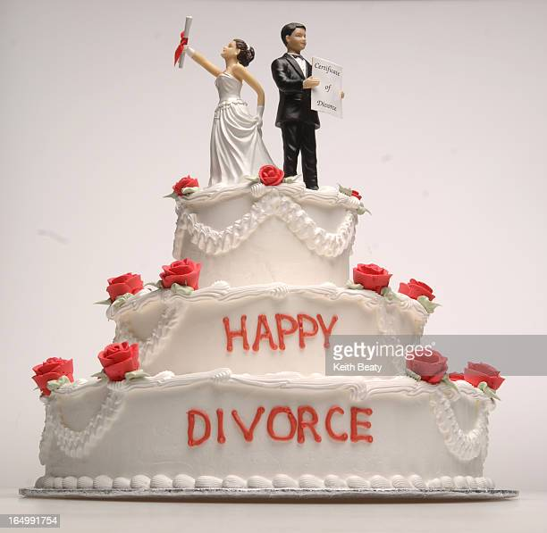 Photo117522 9dec05 happy divorce cake photoillustration Keith Beaty photo