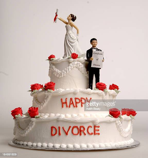 Photo117522 9dec05 happy divorce cake photoillustration Keith Beaty photo
