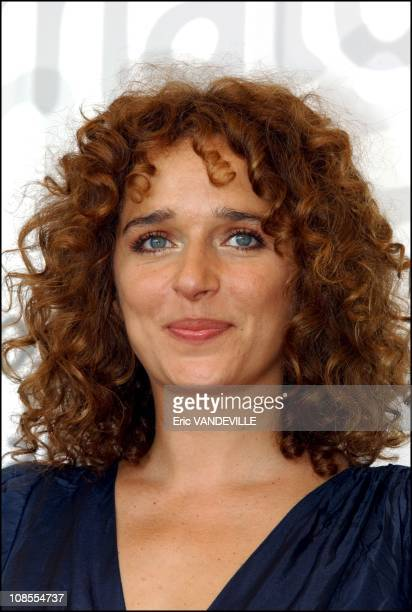 PhotoCall of the film Frida by Julie Taymor with Mexican actress Salma Hayek actress Valeria Golino and Alfred Molina Valeria Golino in Venice Italy...