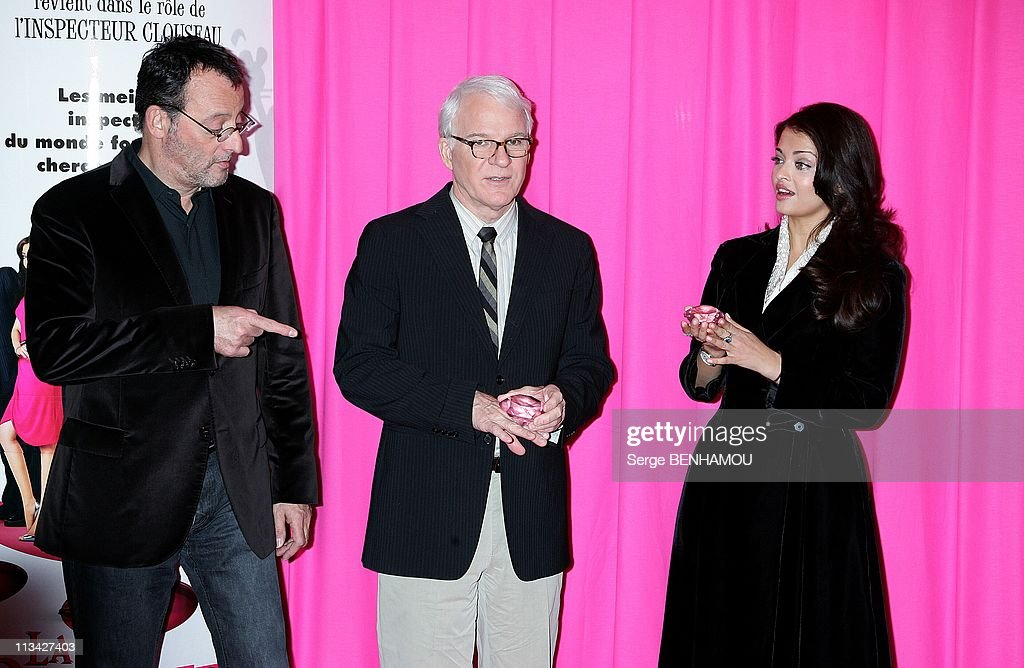 Photocall `The Pink Panther2` At The Georgesv Hotel In Paris France On February 10 2009 Jean Reno Steve Martin Aishwarya Rai
