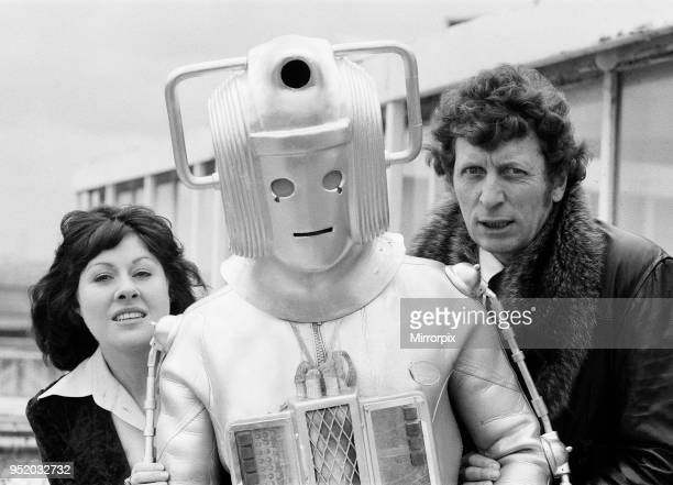 Photocall to introduce new Doctor actor Tom Baker the 4th Doctor pictured with assistant Sarah Jane Smith played by actress Elisabeth Sladen 15th...
