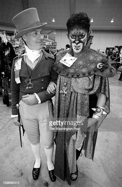 08/07/98 ST/ BOOKFAIR photog CRAIG HERNDON reporter D Streitfeld location Baltimore Convention Center caption The 56th World Science fiction...