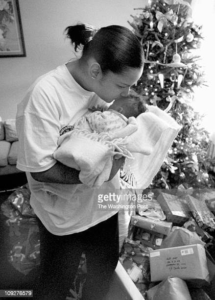 12/23/97 photog CRAIG HERNDON TWP Location 1500 block of A Street NE caption Dorothy Minor lost her daughter Tracy in November during child birth She...