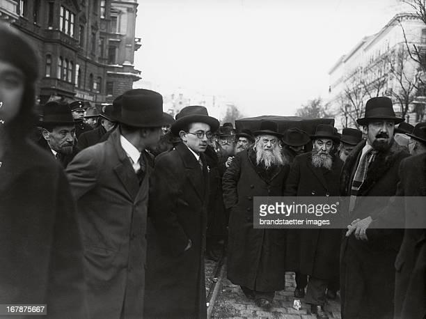 Photograph About 1904 Funeral of rabbi Dr David Feuchtwang July 7th 1936 Leopoldstadt Heinestrasse Vienna Austria Photograph Trauerzug beim Begräbnis...