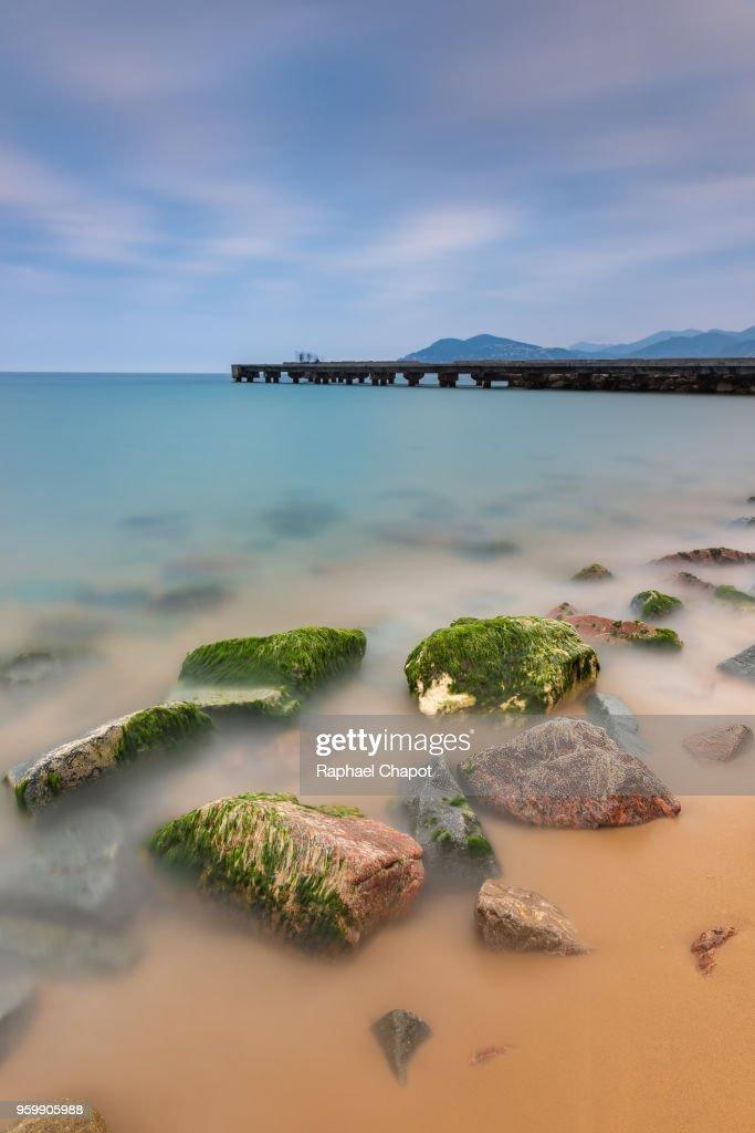 Photograph in the plage des rochers Cannes at twilight, Provence-alpes-côte-d'azur, France : Stock-Foto