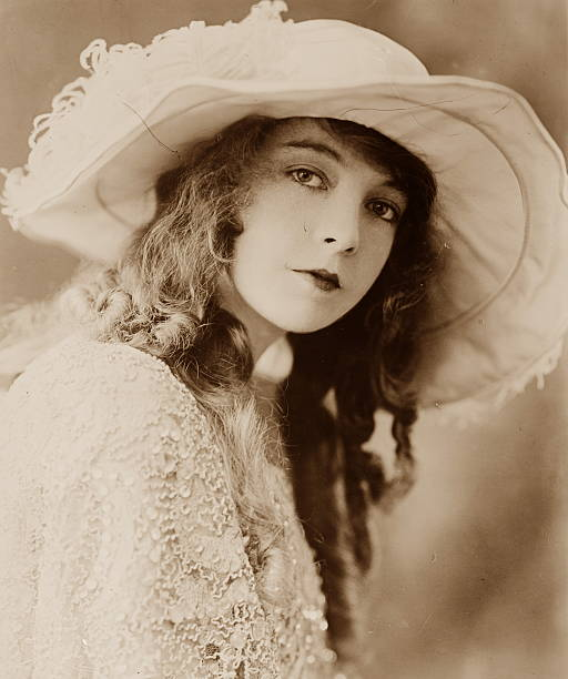 photograph-of-actress-lillian-gish-dated