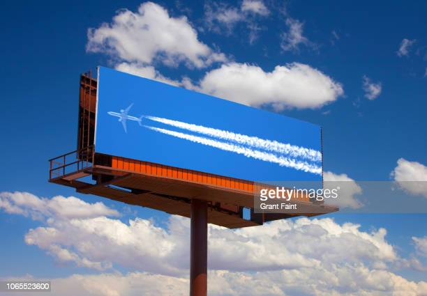 photograph of airplane on billboard. - image photos et images de collection