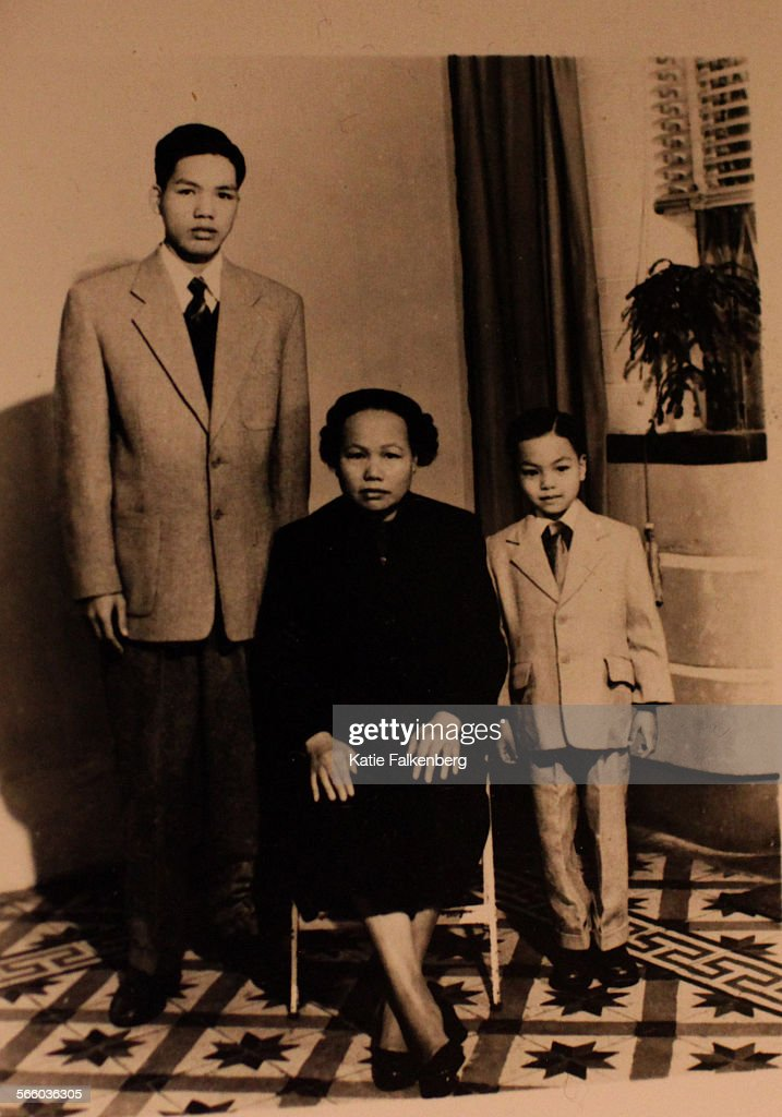 A photograph of Charles Wong, right, his mother, center, and his brother, Liang Wong, left, sits on : News Photo
