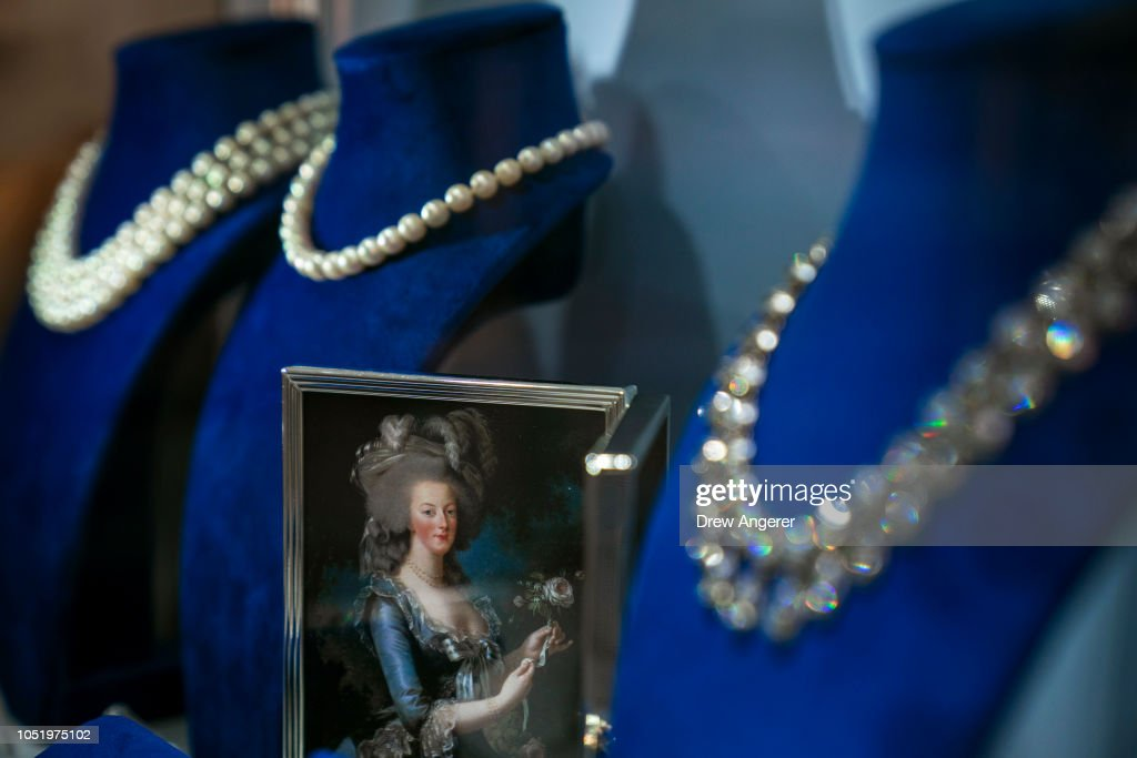 Jewelry Worn By Marie Antoinette Goes On Display At Sotheby's Auction House : Foto di attualità