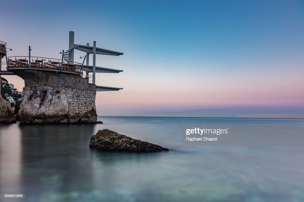 Photograph of Le Plongeoir at sunrise in Nice, France : Stock-Foto