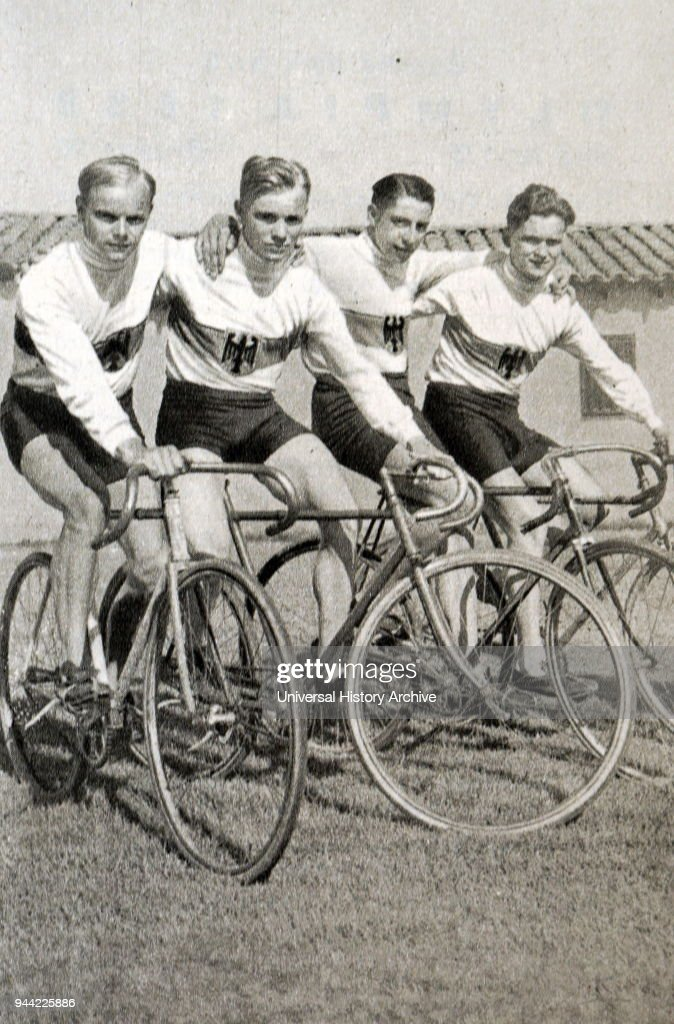 The German cycling team at the 1932 Olympic games. : Nieuwsfoto's
